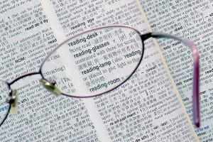 1280px-Reading_glasses_